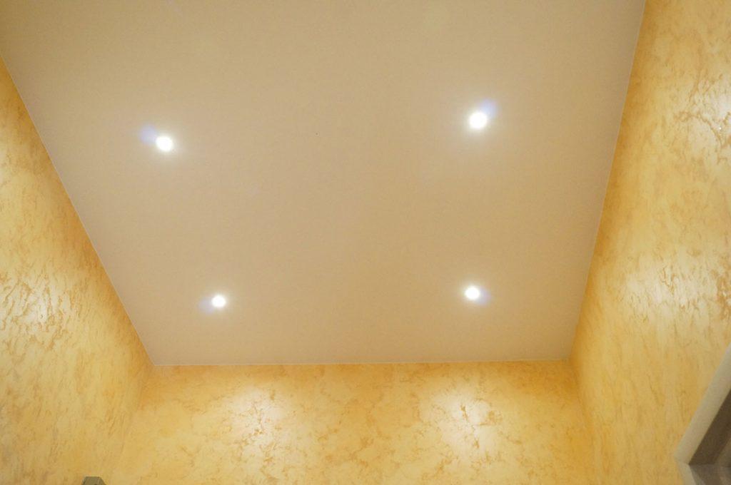 Матовый натяжной потолок в гардероб 5.4м2