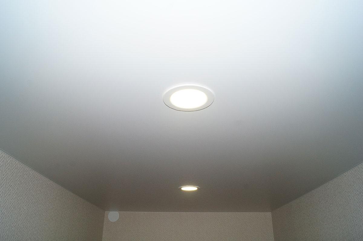 Матовый натяжной потолок в прихожую 4.2м2 1