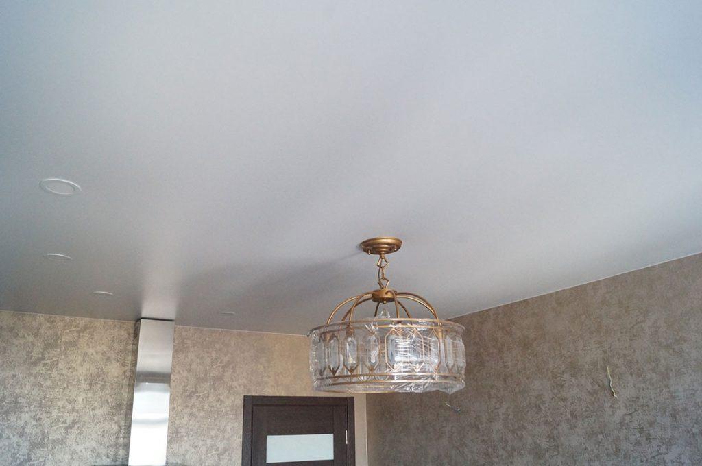 Матовый натяжной потолок в кухню 15.9м2