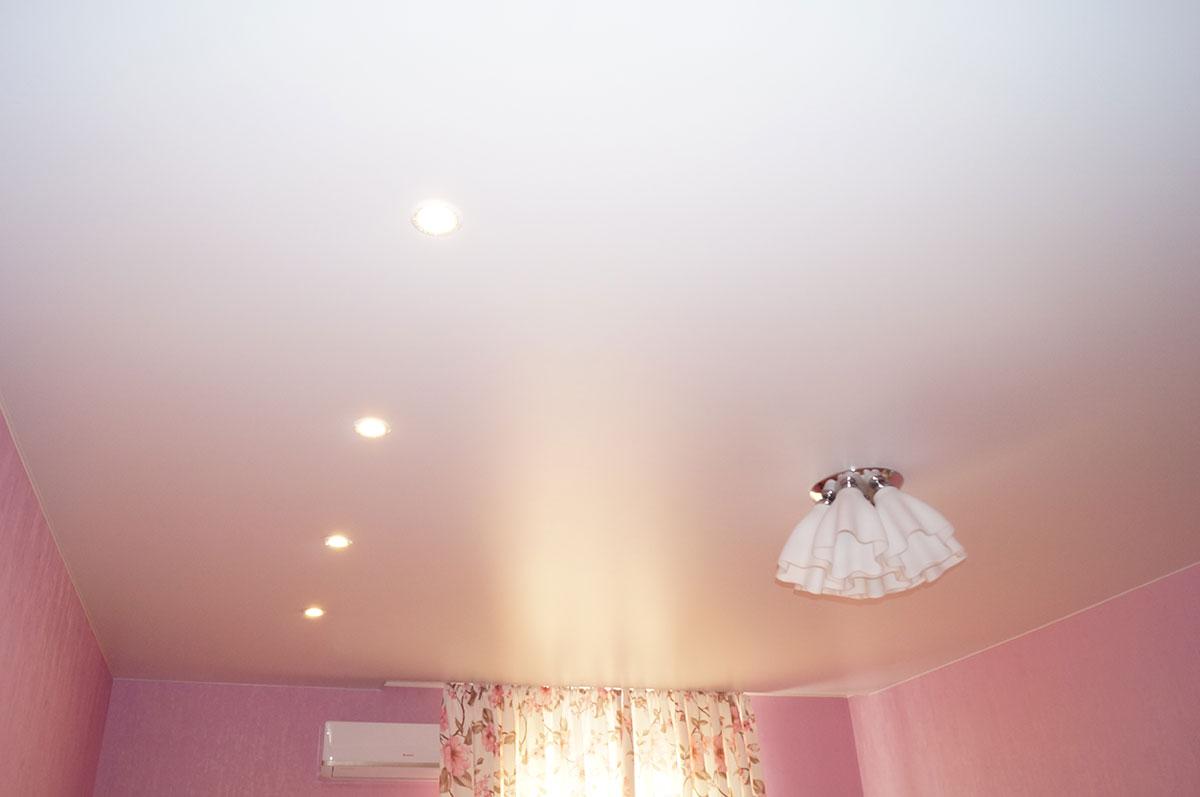 Матовый натяжной потолок в спальню 20.2м2 1